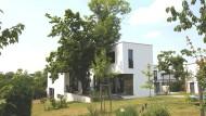 """Das Musterhaus """"Am Horn"""" in Weimar, entworfen vom Künstler Georg Muche, diente als Vorlage für das """"Landhaus Ilse"""" im siegerländischen Burbach."""