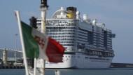 Das betroffene Kreuzfahrtschiff Costa Smeralda liegt in einem Hafen in der Nähe von Rom.