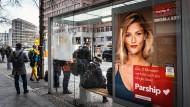Potsdamer Platz in Berlin: Werbetafel für das Kontaktportal Parship, das zur Nucom-Gruppe von Pro Sieben Sat 1 gehört.