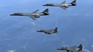 Trump schickt Bomber zu Übung nahe Nordkorea