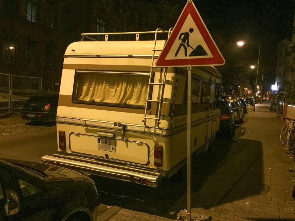 Wohnmobil-Oldtimer in den Straßen Frankfurts