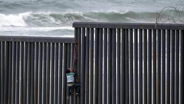Über den Grenzzaun für ein schnelleres Asylverfahren?