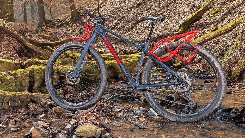 Im Sattel des Trek 1120 lässt man es am besten gemütlich angehen, denn selbst unbefahrbar scheinendes Terrain meistert das Mountainbike bequem.
