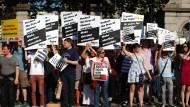 Proteste gegen das Abtreibungsverbot in Irland 2013 vor dem Parlament in Dublin