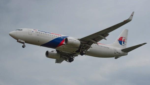 Eine Maschine der Malaysia-Airlines im Landeanfulg auf Kuala Lumpur im ...
