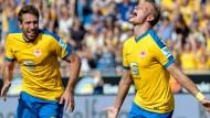 Festtag in Braunschweig: Julias Biada (r.) bejubelt seinen Treffer zum 2:0