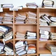 Aktenstapel im Gericht: Die Bürger wünschen sich weniger Bürokratie.