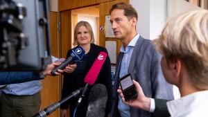 Fraktionsführung übersteht Misstrauensvotum nur knapp