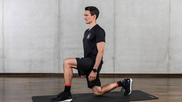Eine Übung von den DFB-Fitnessprofis
