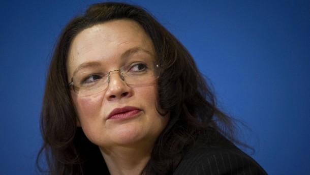SPD kündigt Klage gegen Betreuungsgeld an