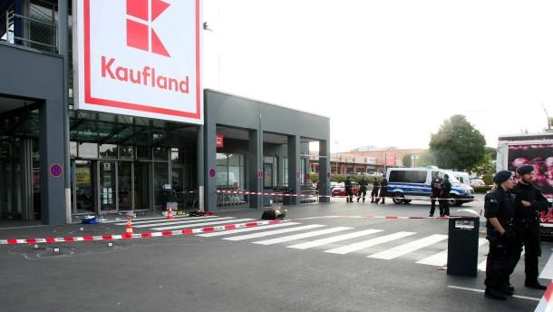 Mann attackiert zwei Menschen mit Beil