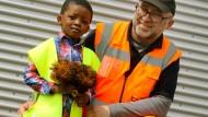 Der vierjährige Eden und sein Lebensretter, Müllwerker Bogdan Wilda