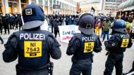 """Polizeieinsatz bei einer """"Querdenken""""-Demonstration in Hannover"""