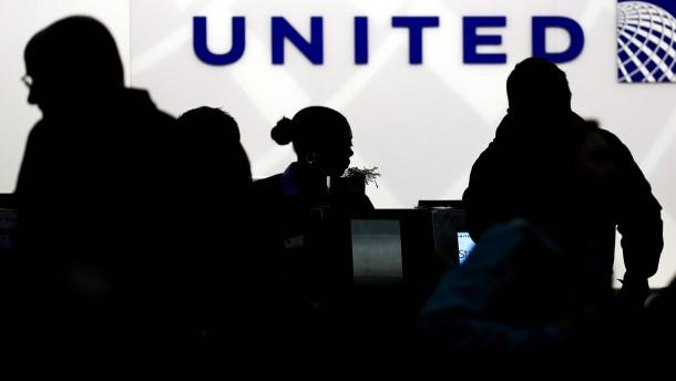United-Passagier mit Nasenbruch