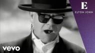 """""""Healing Hands"""" von Elton John handelt davon, wieder Licht in der Dunkelheit zu sehen. Am besten gelinge dies mit Hilfe von jemandem."""