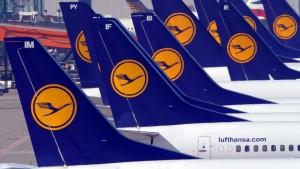 Lufthansa verbucht trotz Sparprogramm größeren  Verlust