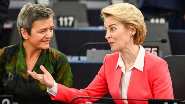 """Vestager freut sich über """"weniger dunkle Anzüge"""""""
