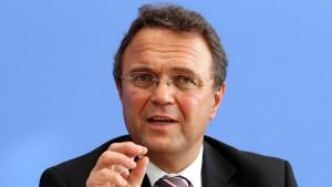 Innenminister Friedrich warnt vor NPD-Verbotsantrag