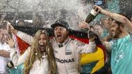 Hamilton gewinnt die Schlacht, Rosberg den Krieg