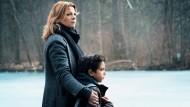 Das zehnjährige Flüchtlingskind Djamal (Lilien Batman) und die frühere Ermittlerin Judith Volkmann (Jördis Triebel)