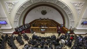 Parlament stemmt sich gegen die Entmachtung