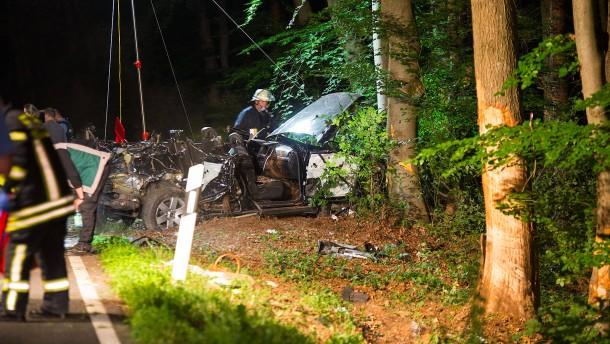 Drei Tote  bei schwerem Autounfall in Hofheim am Taunus