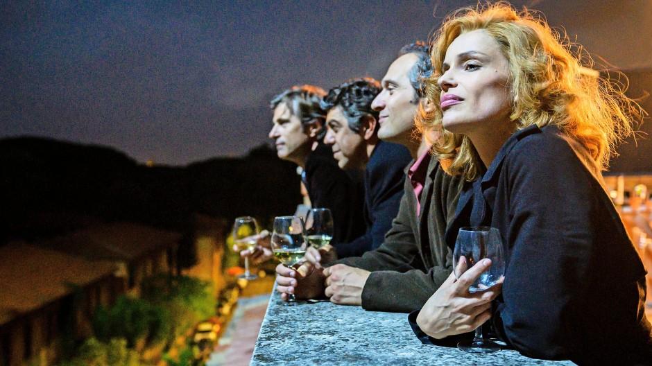 Gruppenbild über den Dächern von Rom: Szene aus Gabriele Muccinos Film