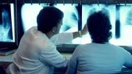 Auf Augenhöhe: Der Kranke muss Informationen in verständlicher Form erhalten, um überhaupt eine Entscheidung treffen zu können.