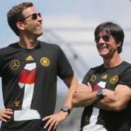 So sehen Sieger aus: Manager Oliver Bierhoff und Bundestrainer Joachim Löw