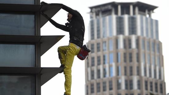 Franzose bezwingt riesigen Wolkenkratzer