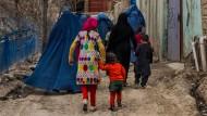 Zanabad: Das Dorf der afghanischen Witwen