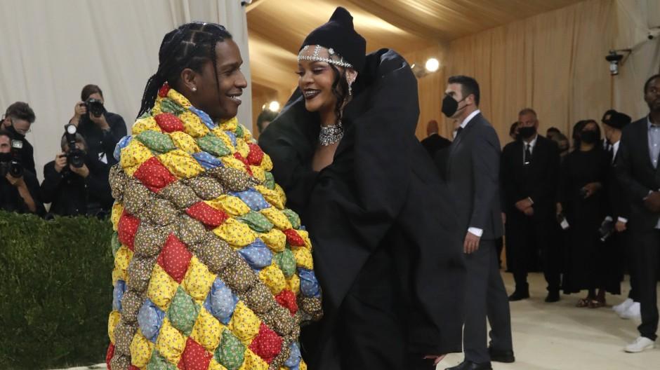 Rapper A$AP Rocky und Sängerin Rihanna kamen als letzte Stars bei der Met Gala an.