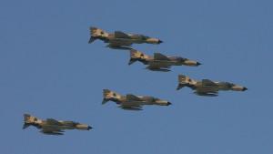 Iran stellt neuen Kampfjet vor