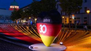 Zwei Drittel der Deutschen halten Wiedervereinigung für unvollendet