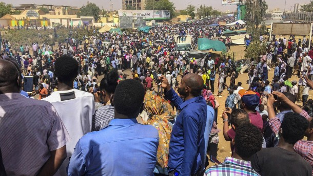 Demonstration gegen Präsidenten im Sudan