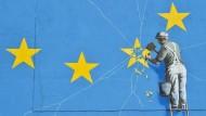 Die EU soll sich kooperativer zeigen, fordern Ökonomen. Der britische Künstler Banksy drückt den Brexit auf seine Weise aus.