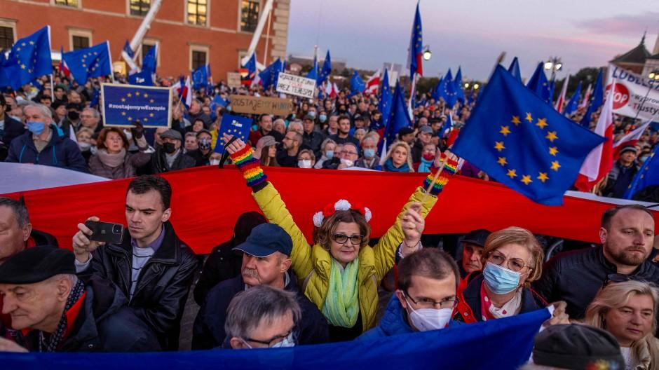 Pro-EU-Demonstranten in Warschau am Sonntag