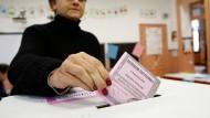 Italiener stimmen über Verfassung und Renzis Zukunft ab