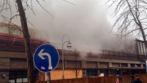 Berliner Bahnhof Zoo nach Feuer evakuiert