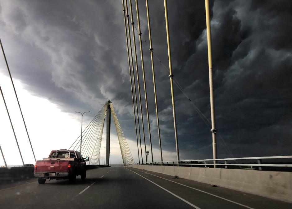 Die Clark Brücke führt über den Mississippi und verbindet die amerikanischen Bundesstaaten Missouri und Illinois. Auch im mittleren Westen gab es heftige Gewitter.