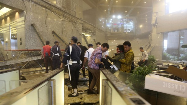 Mindestens 75 Verletzte nach Einsturz in Indonesiens Börse