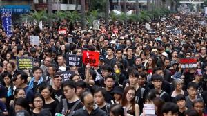 Hongkonger fordern Rücktritt von Regierungschefin Lam