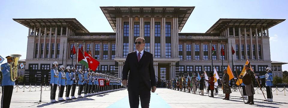 Nimmer schön auf dem Teppich geblieben: Präsident Recep Tayyip Erdogan, Meister der moralischen Entrüstung, vor seinem Palast in Ankara