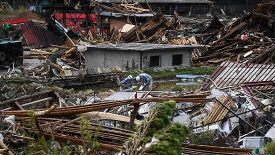 Schwere Überschwemmungen in Japan fordern über 50 Tote