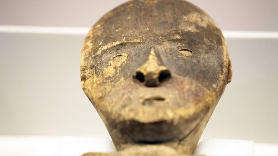 Unrechtmäßig entnommen: Das hölzerne Objekt aus dem Ethnologischen Museum Berlin wird an die Chugach Alaska Corporation zurückgegeben.