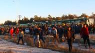 Syrische Zivilisten und Rebellen bei ihrer Ausreise aus Ost-Aleppo