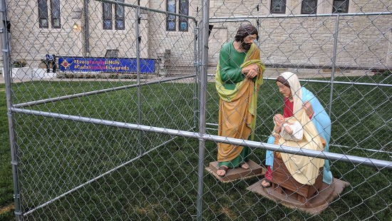Pfarrer verhaftet Heilige Familie