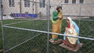 Die eingesperrte Jesus-Familie vor der Christ Church Cathedral in Indianapolis