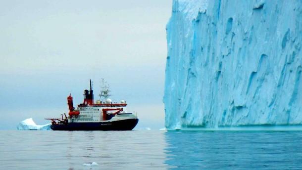 Erdwärme heizt Gletschern ein