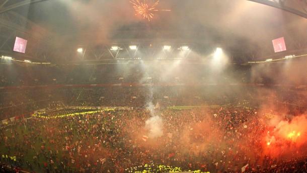 Düsseldorf ohne Fans - Köln im halbleeren Stadion